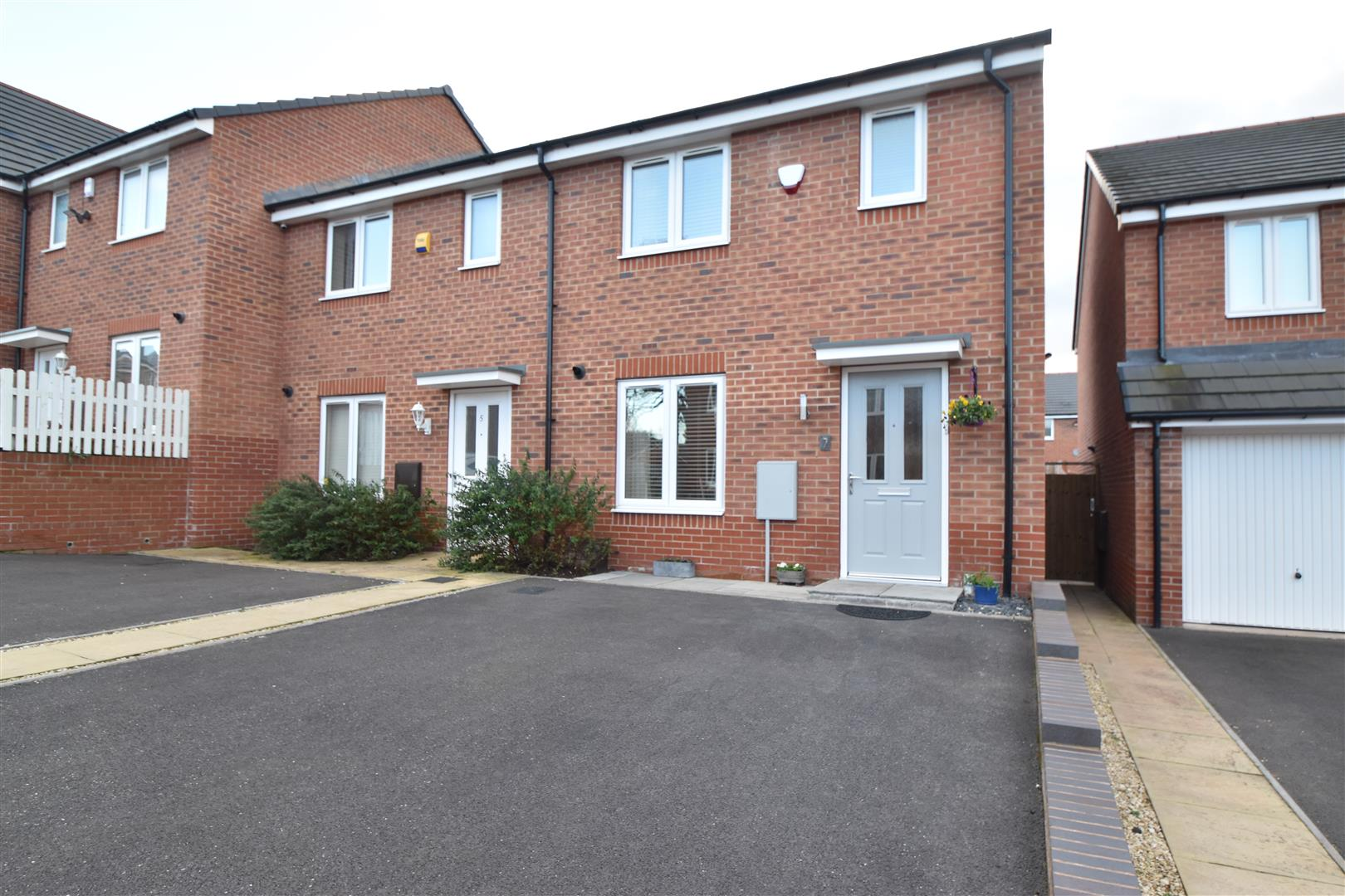3 Bedrooms End Of Terrace House for sale in Brook Meadow, Wychbold, Droitwich